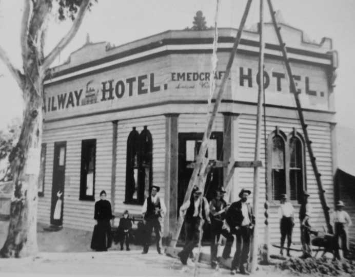 Carisbrook Railway Hotel Exterior with people standing out front